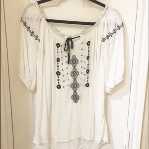 Tops - ❤️NWOT. SUPER CUTE & COMFY. Oversized White Top